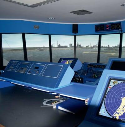 Symulator mostka kapitańskiego w Szkole Morskiej w Gdyni